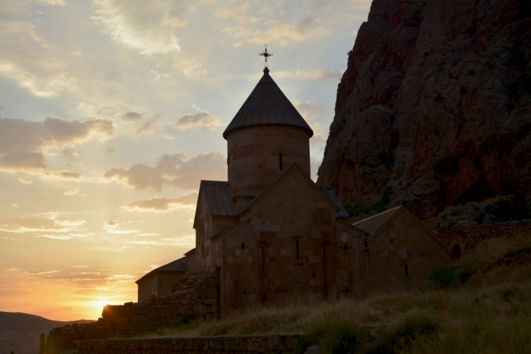 Noravank-sunset---road-trip-moto-Armenie